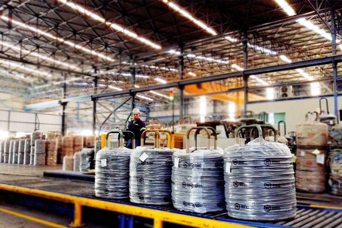 ¿En qué se beneficia la industria automotriz con productos de acero?